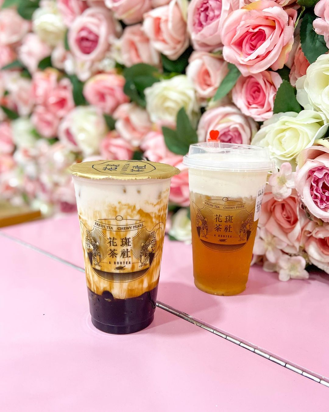 黑糖珍珠岩鹽厚鮮奶(左)、桂花烏龍加芝士奶蓋