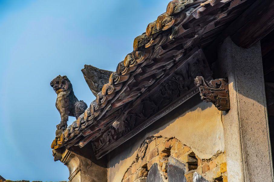 定山宗祠的簷前獅子和封簷板雕刻
