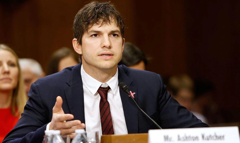 水瓶男星代表:Ashton Kutcher(生日:2 月 7 日)